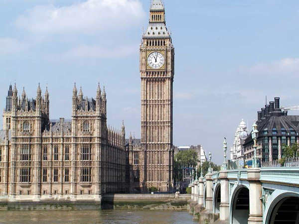 Big-Ben-and-Palace-of-Westmister-beside-river-thames