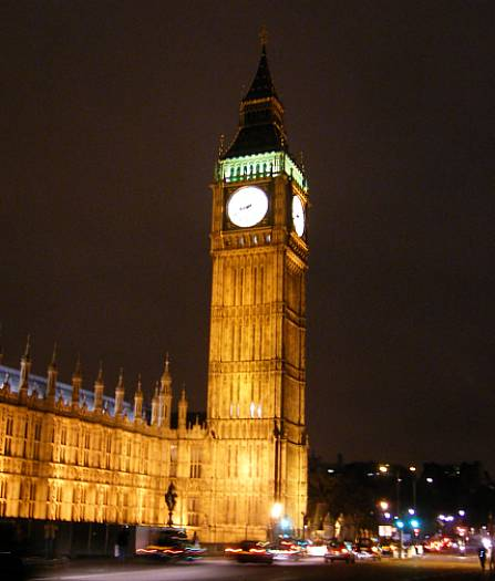 Big-Ben-illuminated-at-night