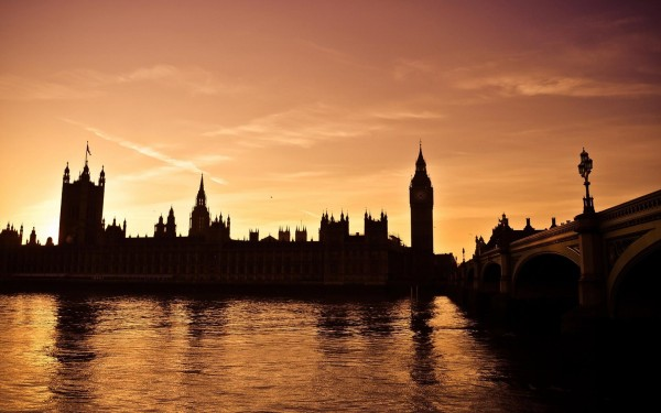 Big-Ben-sunset-near-thames-river-looks-beautiful