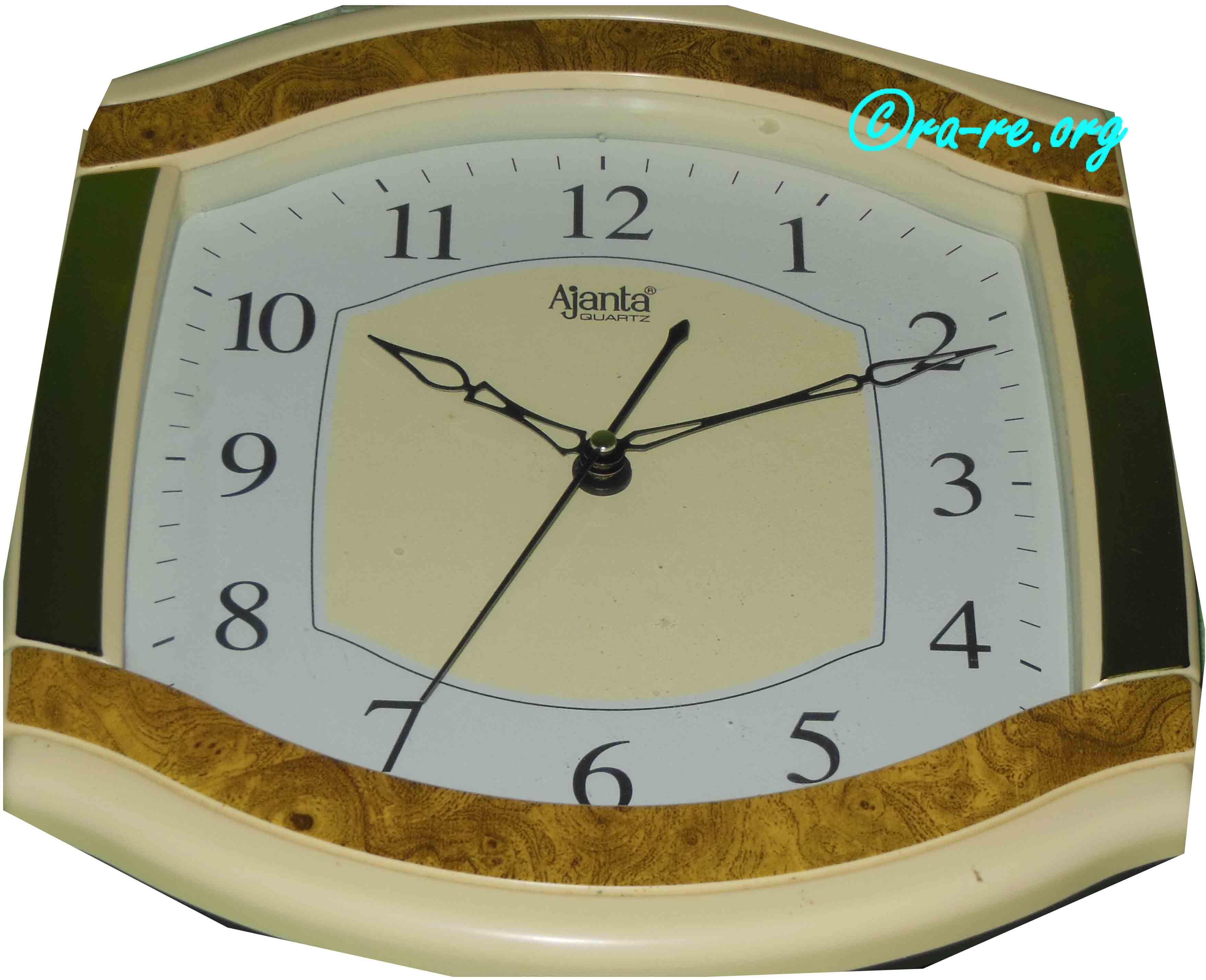 Clock-showing-time-10-10