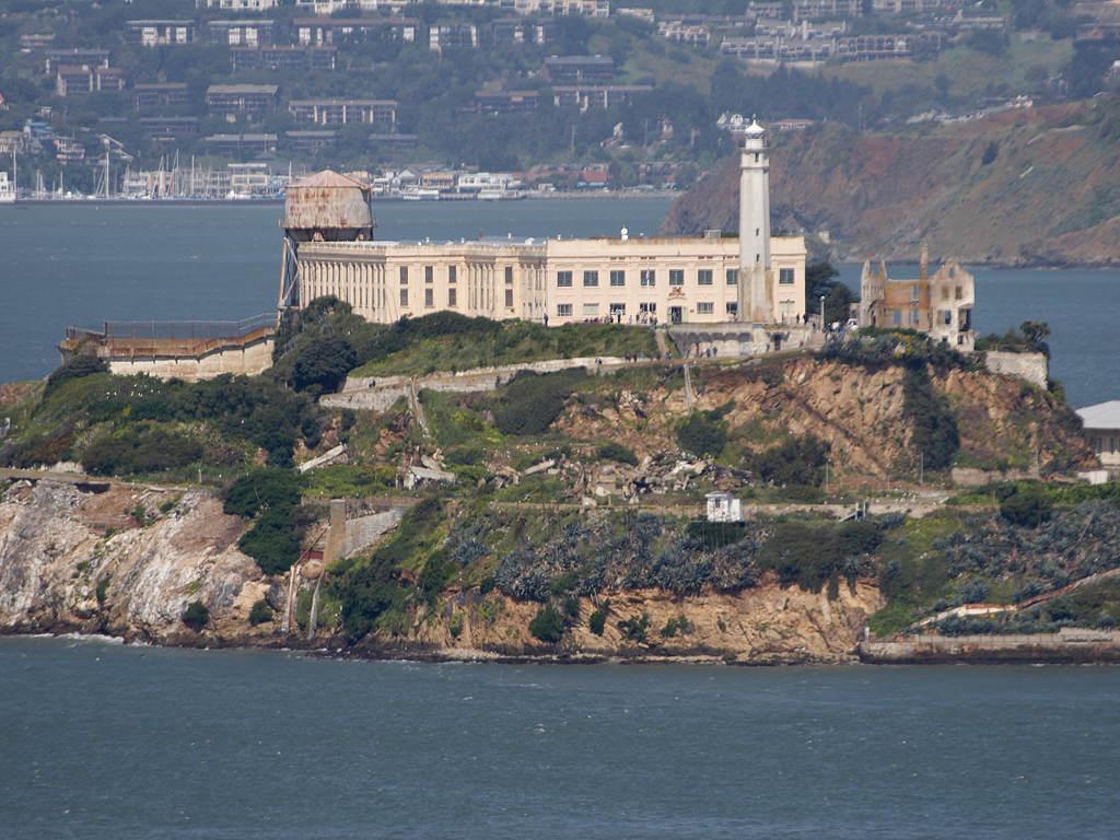 alcatraz-island-seen-from-san-francicso