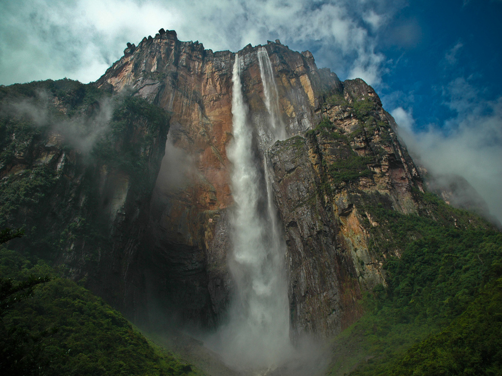 angel-falls-in-Venezuela-world's-highest-uninterrupted-waterfall