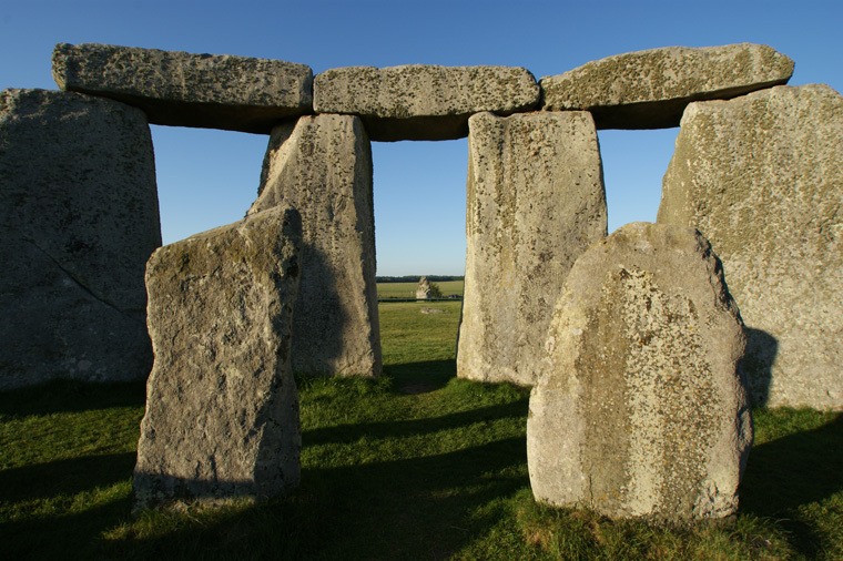 Inside-stonehenge-looking-at-north-east-towards-Heel-stone-sun-come-up-at-mid-summer