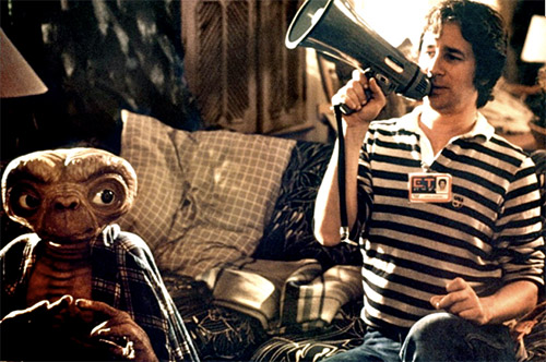 Steven-Spielberg-on-the-set-of-E.T.