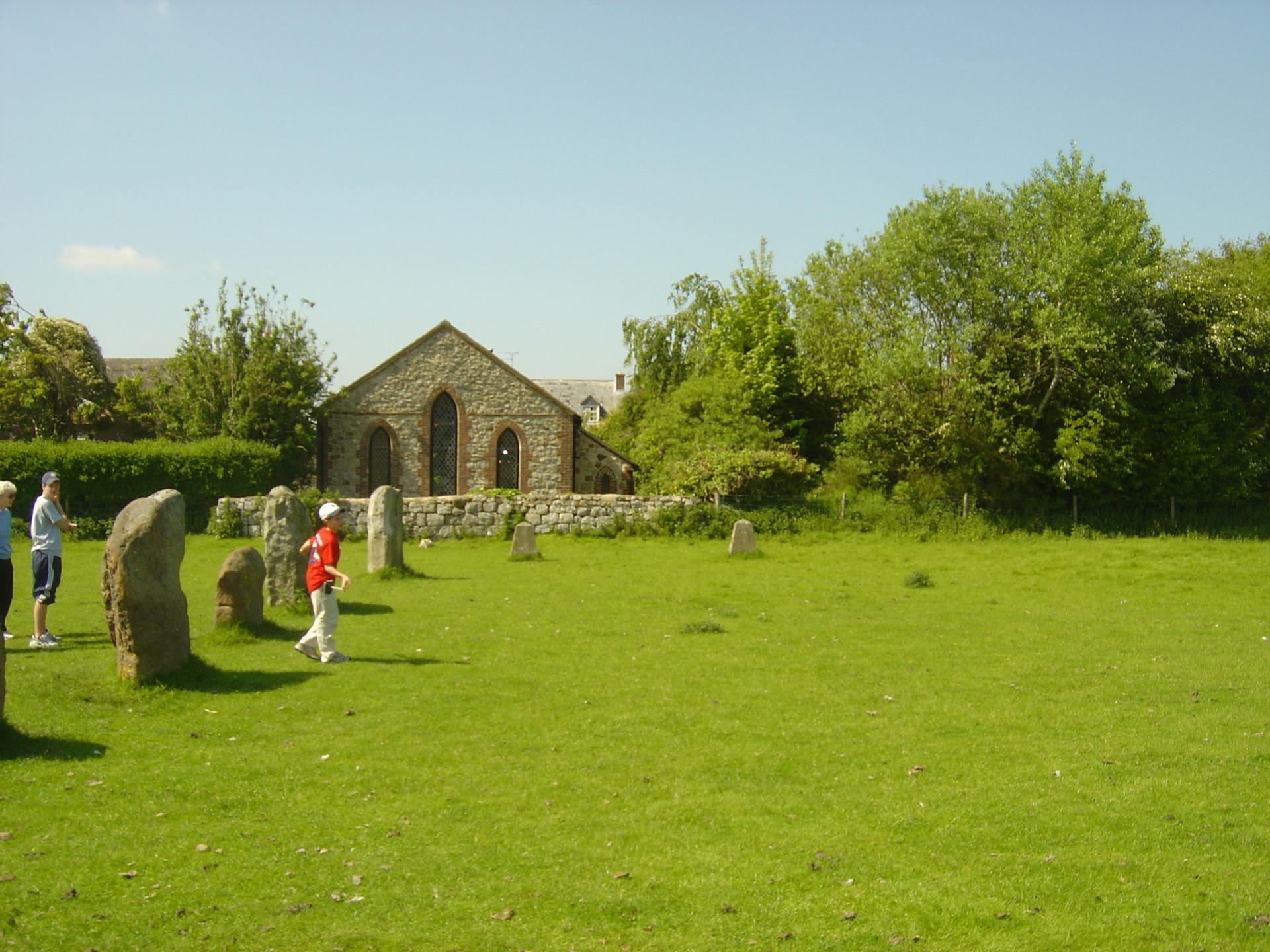 avebury-henge-near-stonehenge