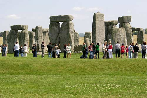 during-july-stonehenge-over-crowded-by-visitors
