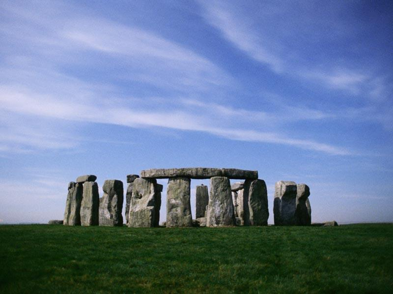 stonehenge-under-blue-sky-looks-beautiful