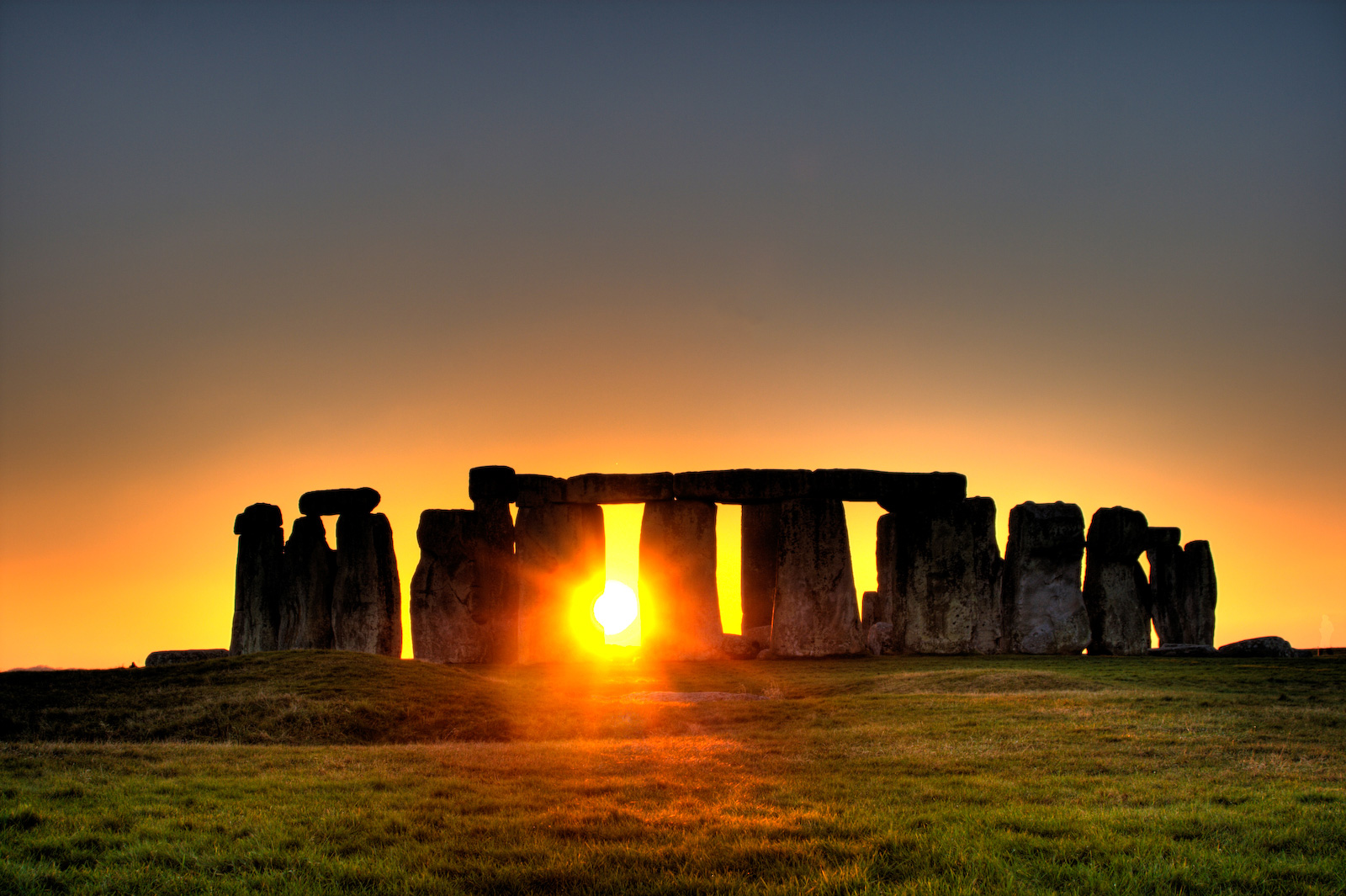 sunset-in-stonehenges-looks-awesome
