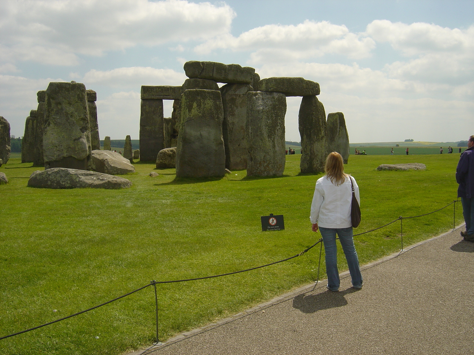 tourists-look-at-mysterious-stonehenge