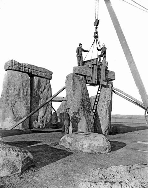 very-rare-photos-of-stonehenge-stones-lifted-off-by-cranes