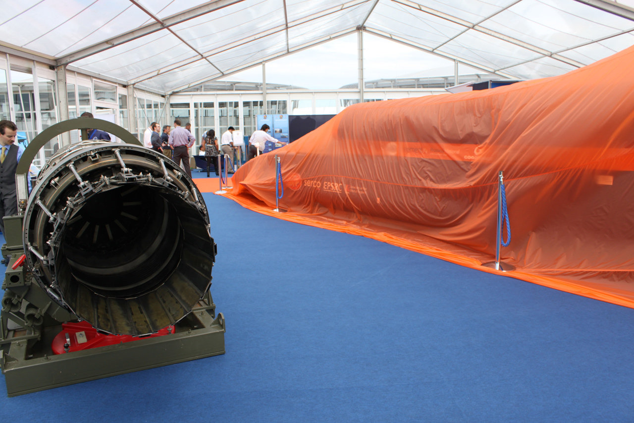 Bloodhound-ssc-jet-engine-cosworth-team-helps-fuel-supply-system