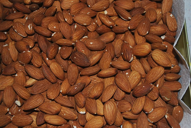 almond-nuts-have-vitamin-E-good-antioxidant