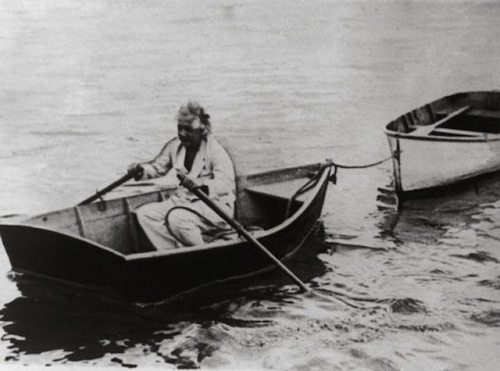 Albert-Einstein-boating-during-holiday