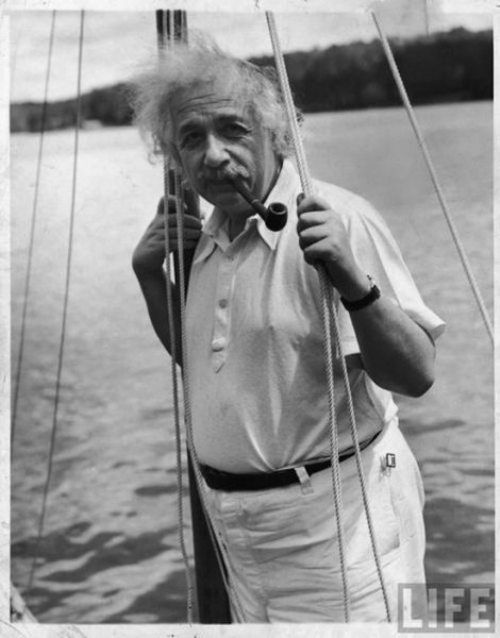 Albert-Einstein-in-a-boat-with-his-pipe