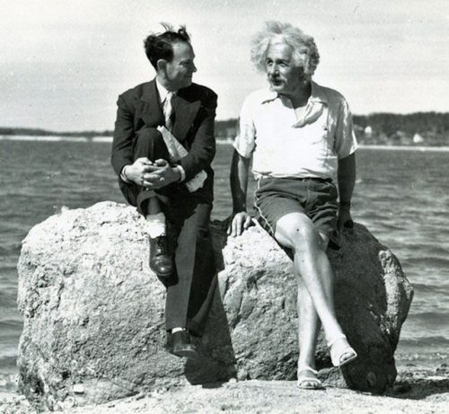 Albert-Einstein-with-david-rothman-in-beach
