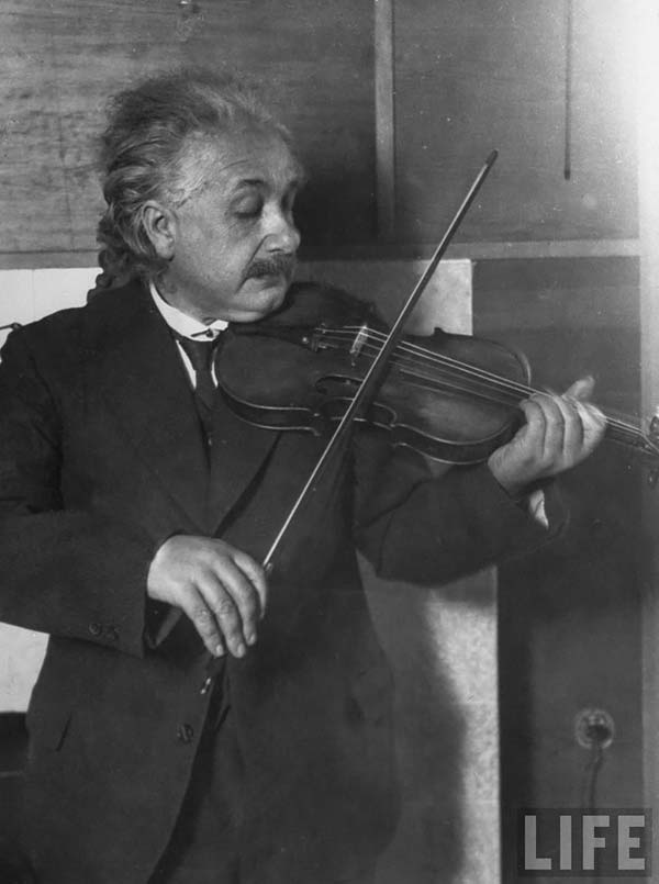 Albert Einstein-with-his-violin