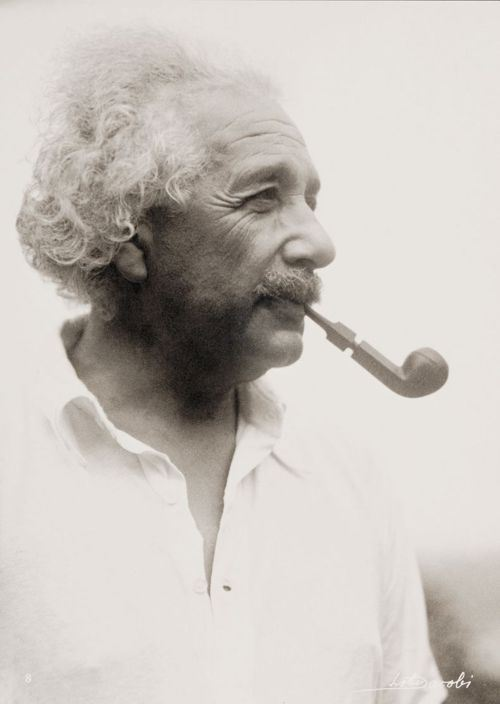 Albert-Einstein-with-pipe-one-of-the-rarest-photo-him
