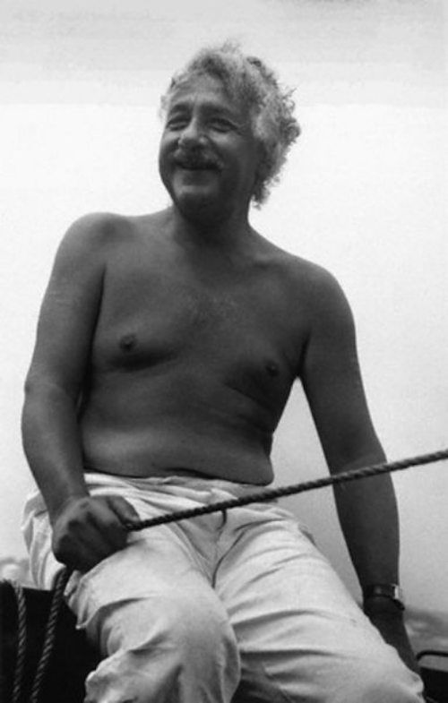 albert-einstein-in-bare-body