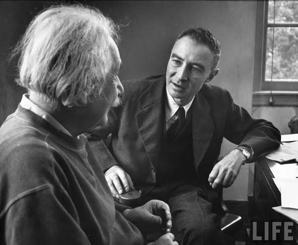 einstein-in-a-conversation-with-Julius-Robert-Oppenheimer