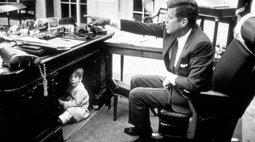 john-f-kennedy-son-hiding-under-office-desk