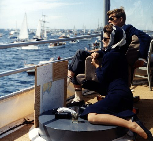 john-f-kennedy-with-wife-enjoying-holiday