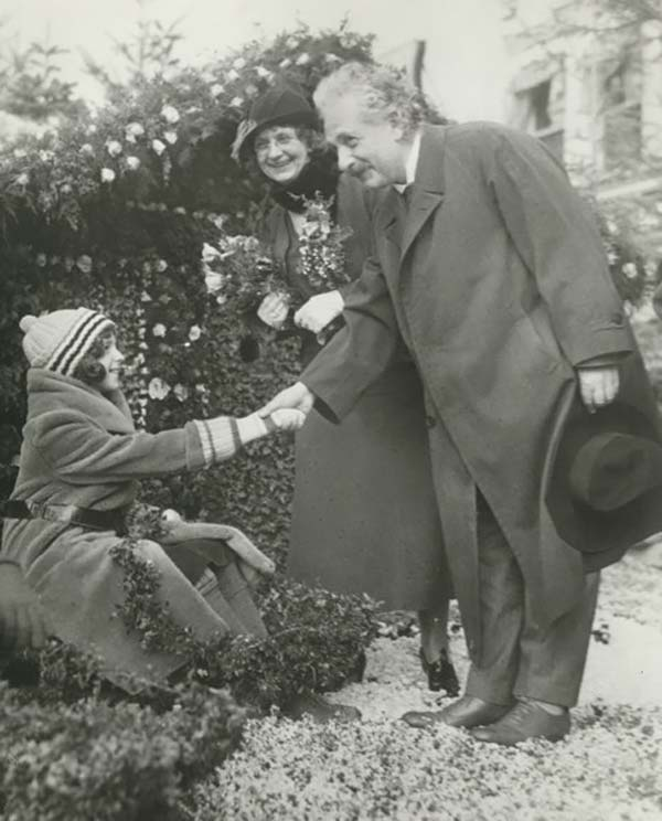 young-girl-handshaked-with-einstein