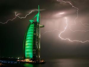 burj-al-arab-thunder-storm