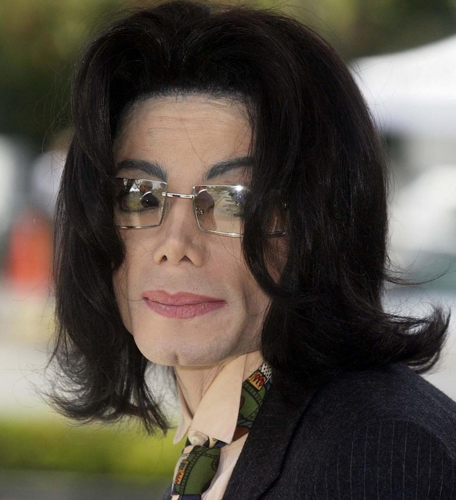 michael-jackson-looks-gorgeous-in-spectacles