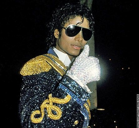 michael-jackson-with-his-famous-gloves-diamond