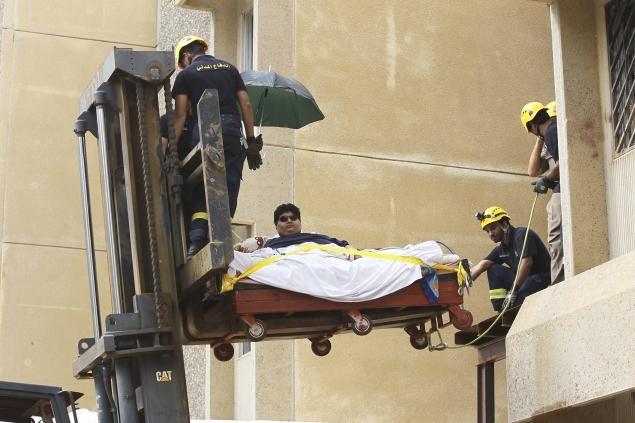 Khaled-Mohsen-Shaeri-heaviest-man-in-saudi-arab-air-lifted