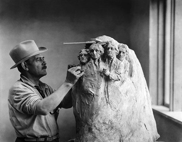 Mount-Rushmore-Gutzon-Borglum-carving