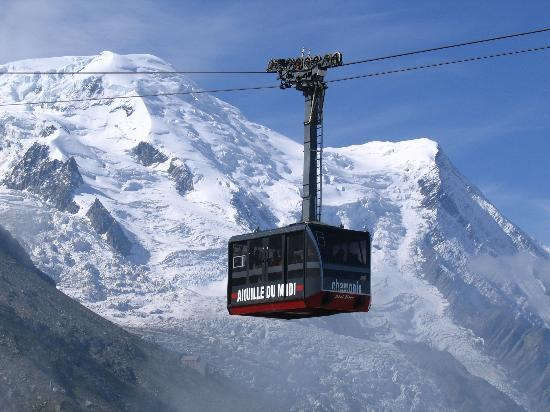 tram-going-up-to-l-aiguille-Chamonix