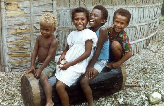 local-children-play-in-solomon-islands