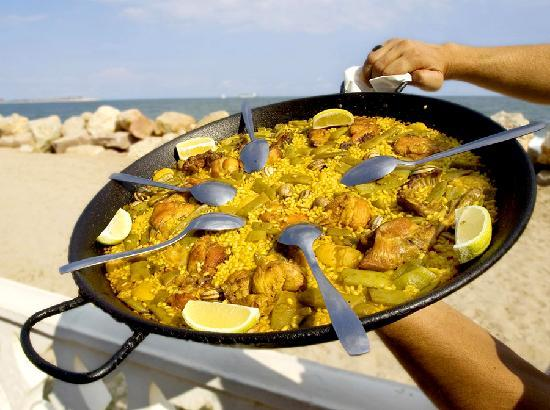 paella-famous-food-in-Spain