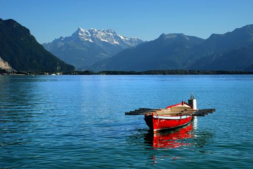 boat-over-lake-geneva