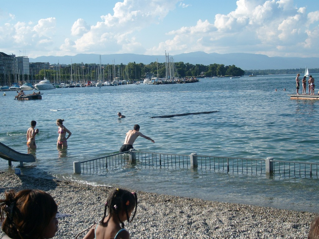tourist-in-lake-geneva