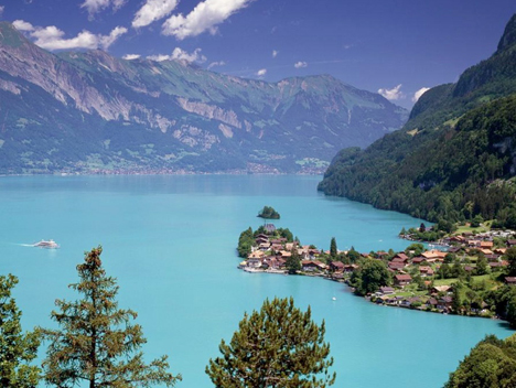 Blue-Lake-of-Switzerland
