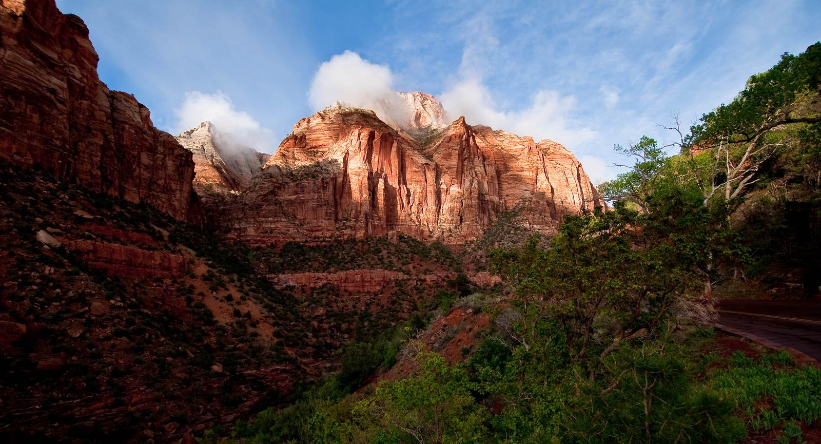 Zion-National-Park-in-utah-first-sunlight