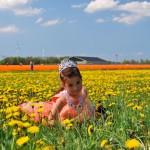 dutch-girl-in-flower-field
