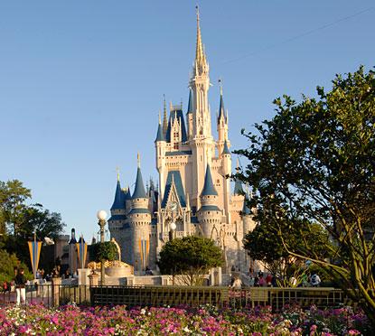 magic-kingdom-park-resembles-cindrella-castle