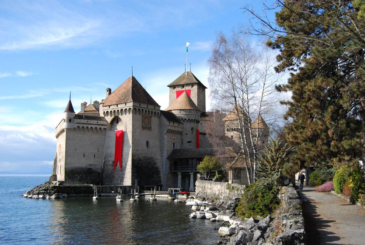 Chillon-Castle-best-tourist-place-in-switzerland