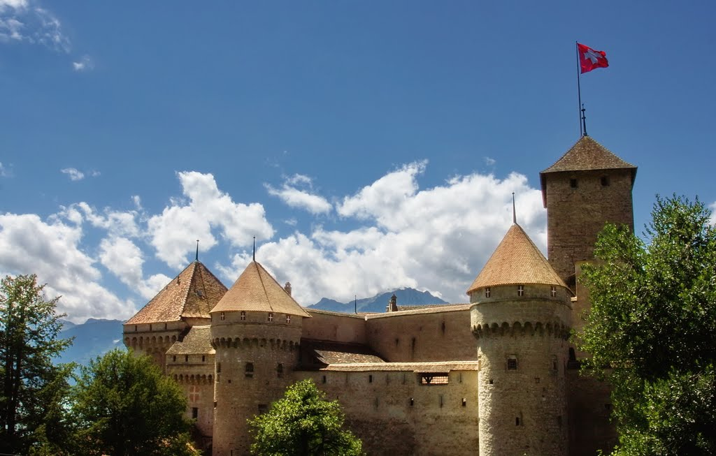 Switzerland-flag-over-chillon-castle