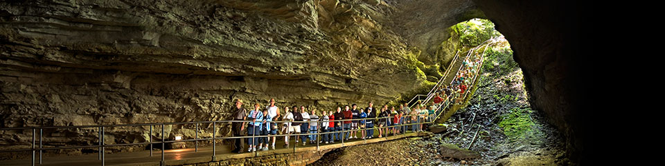 layers-gradually-divided-in-units-with-upper-layer-harder-restrict-water-flow-Mammoth-cave-park