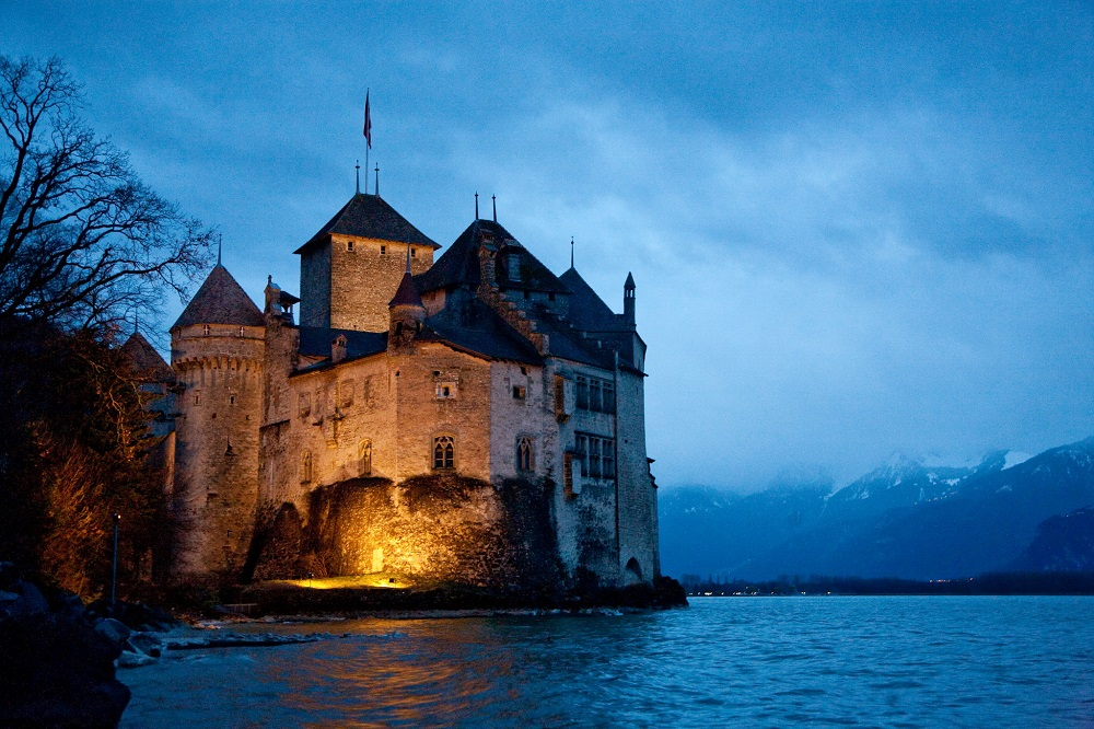 light-glowing-in-Chillon-Castle