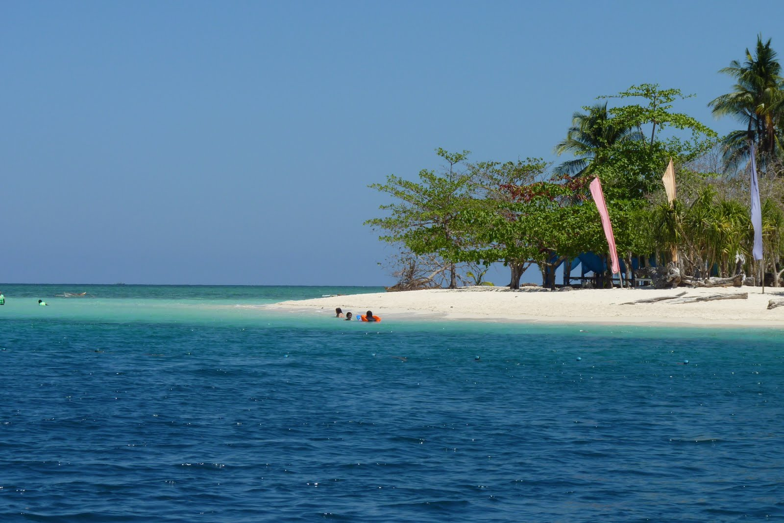 white-sand-beach-in-palawan-islands