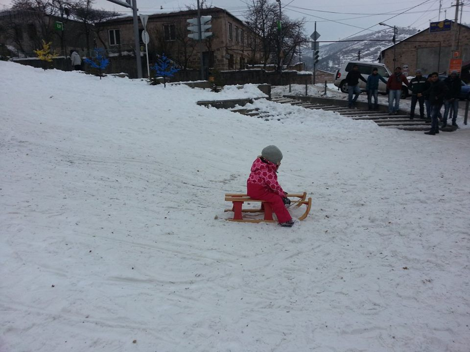baby-sledding-over-snow