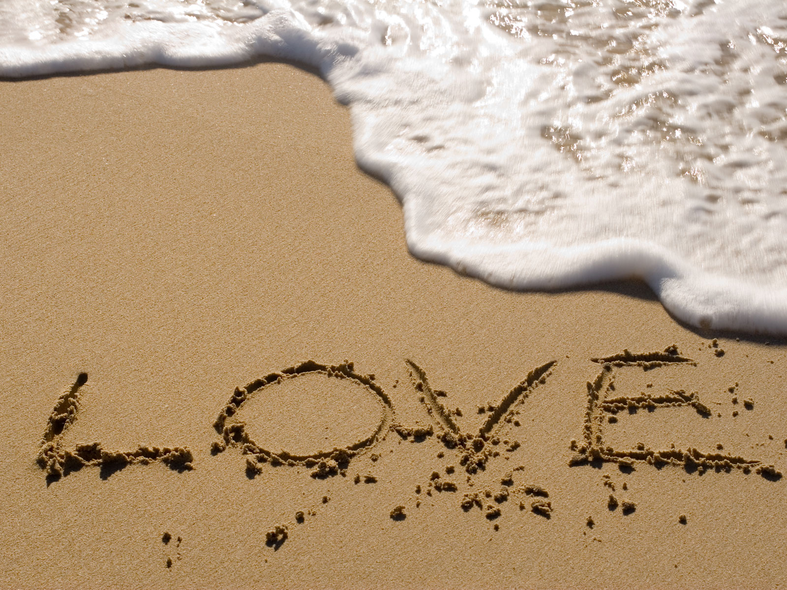 love-sign-sea-beach