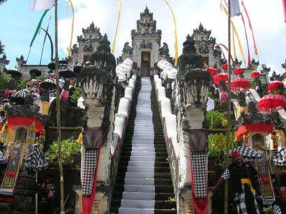 Pura-Lempuyang-in-Bali-1700-steps