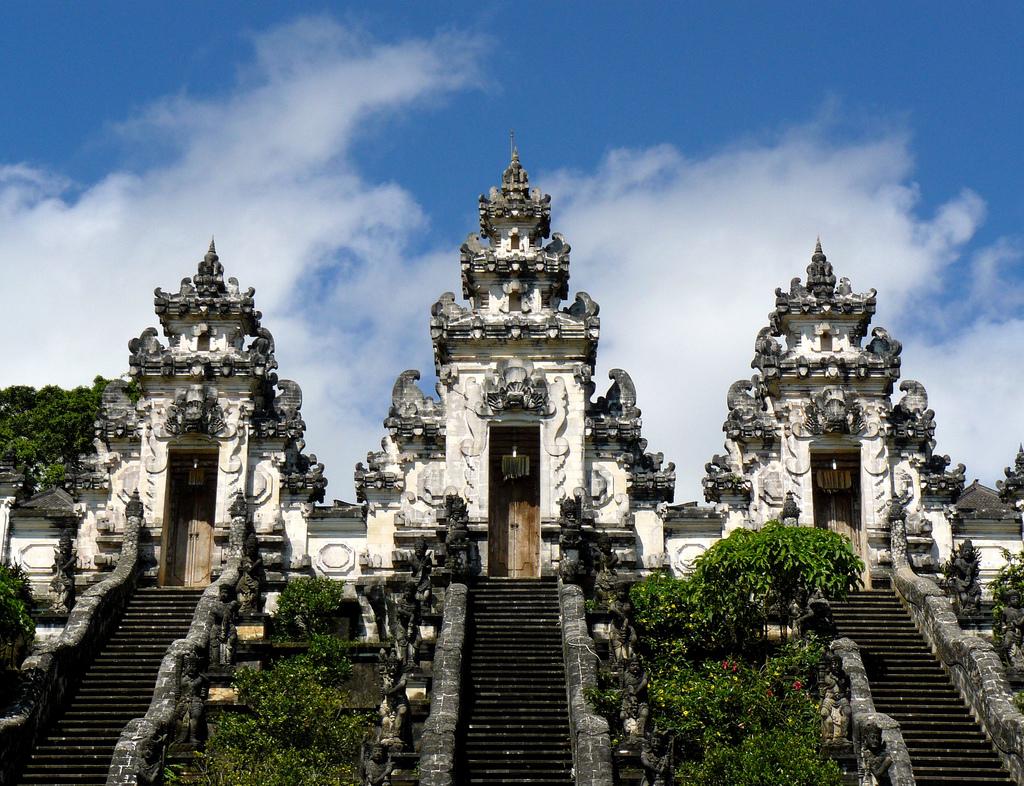 Pura-Lempuyang-situated-on-Gunung-Lempuyang-1700-stone-steps-taking-2-hours-journey