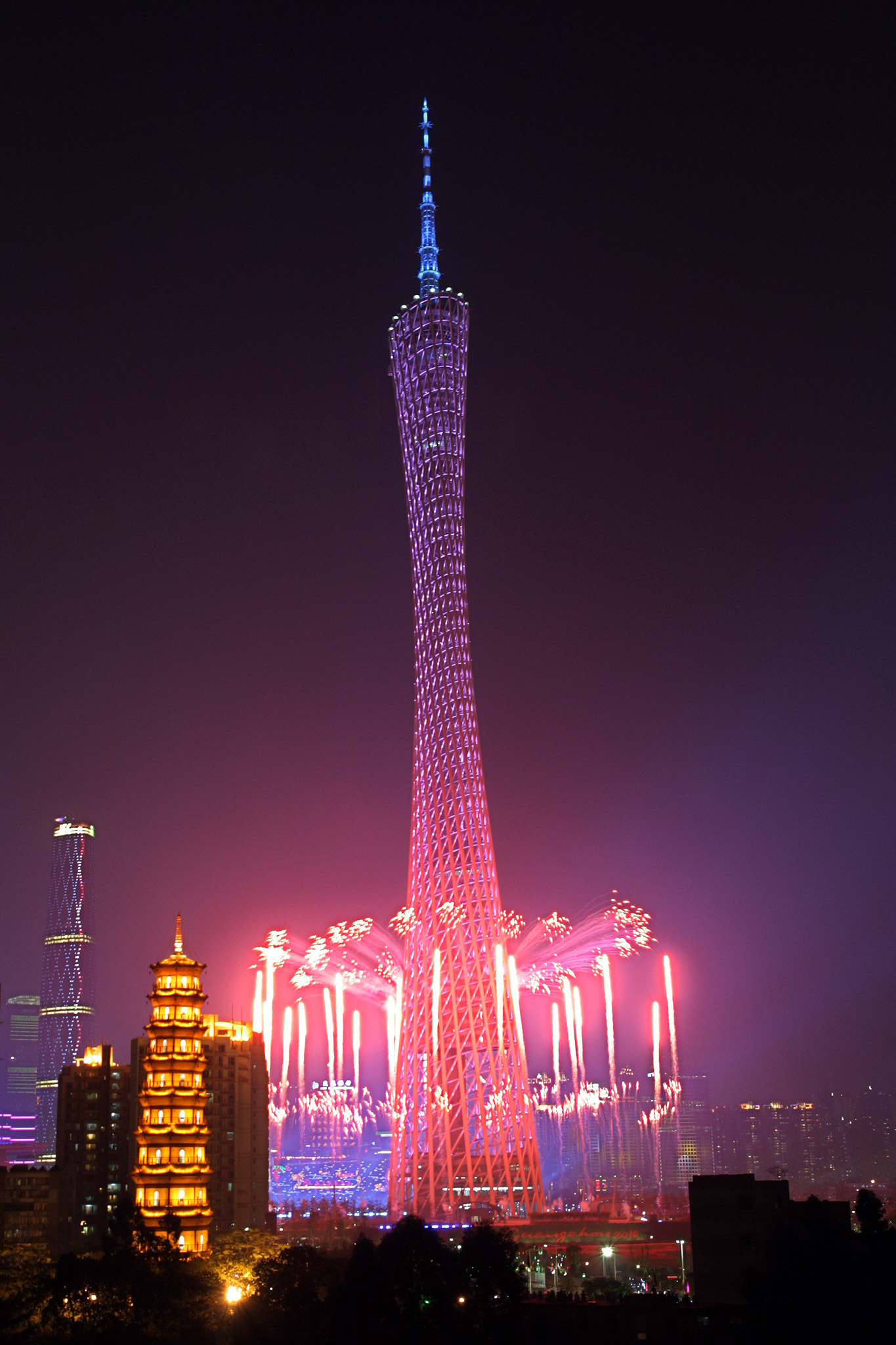 canton-tower-guangzhou-1900ft-fireworks